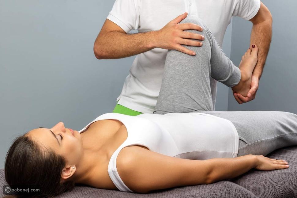 أنواع العلاج الطبيعي للركبة