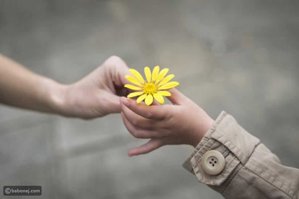 ممارسة الأفعال اللطيفة مع الآخرين