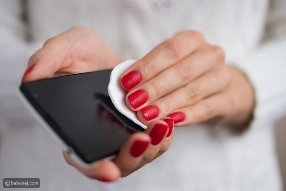أفضل الطرق لتنظيف وتطهير هاتفك خلال فترة تفشي فيروس كورونا