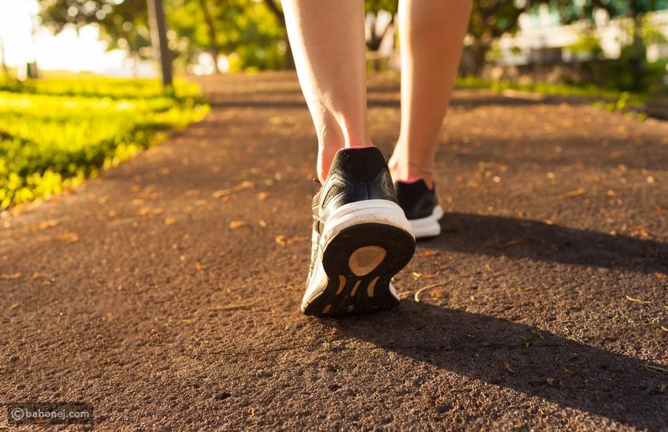 المشي