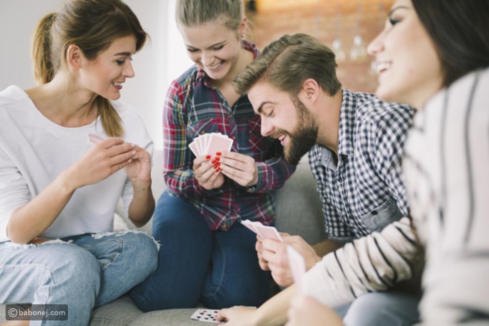 التواصل مع الأصدقاء