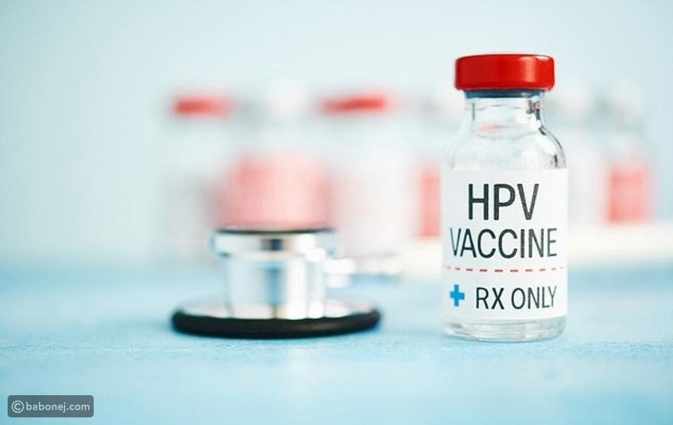 بدأ الوقاية الأولية بالتطعيم ضد فيروس الورم الحليمي البشري للفتيات اللواتي تتراوح أعمارهن بين 11 و12 عامًا، ومن الممكن بدء التطعيم عند عمر 9 أعوام. فحص عنق الرحم للنساء اللائي تتراوح أعمارهن بين 21 و29 عامًا، كل ثلاث سنوات، مع إجراء فحص لخلايا عنق الرحم. فحص عنق الرحم للنساء اللائي تتراوح أعمارهن بين 30 و65 عامًا، كل 5 سنوات، مع اختبار وجود فيروس الورم الحليمي البشري